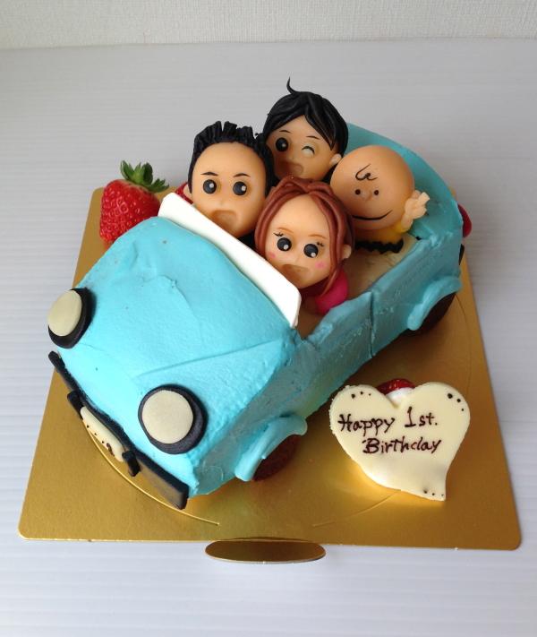 車型3Dケーキにご家族のマジパンをプラスしました