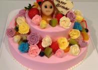 バターロールで仕立てたバラのお花をたくさん咲かせました☆大人可愛い2段ケーキです。
