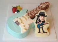 ギター型3Dケーキにチョコプレートで似顔絵イラストを添えました。