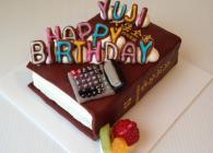 六法全書型立体ケーキ!!!上にはマジパンで出来たカワイイ電卓がのっています☆
